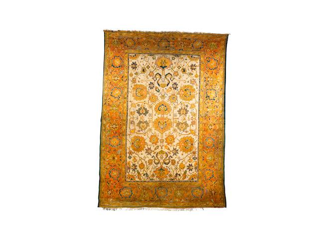 An Ushak carpet West Anatolia, 15 ft 9 in x 11 ft (480 x 335 cm)