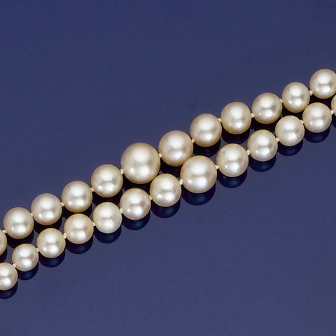 A double-strand natural pearl necklace,
