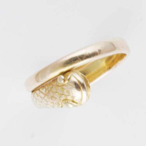 An 18ct gold double headed serpent ring, (4)