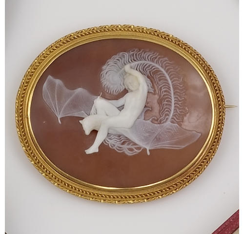 An oval shell cameo brooch