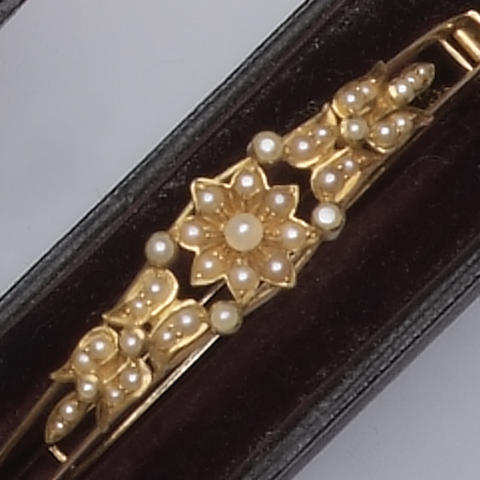 An Edwardian seed pearl bangle