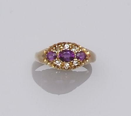An Edwardian amethyst and diamond ring (2)