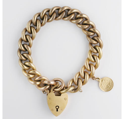 A solid curb-link chain bracelet