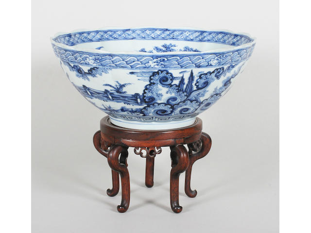 A Chinese export blue and white bowl Late 19th Century