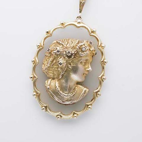 An oval pendant (2)