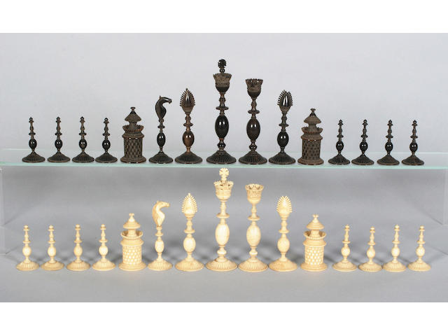An early 19th century ivory and horn chess set, Vitzagapatam