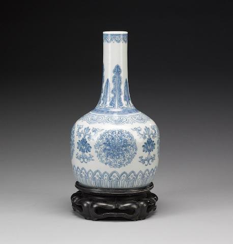 A blue and white horse hoof-shaped vase;
