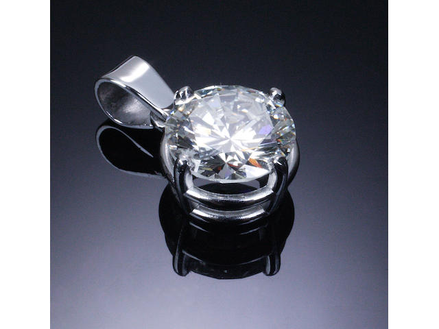 A diamond single-stone pendant