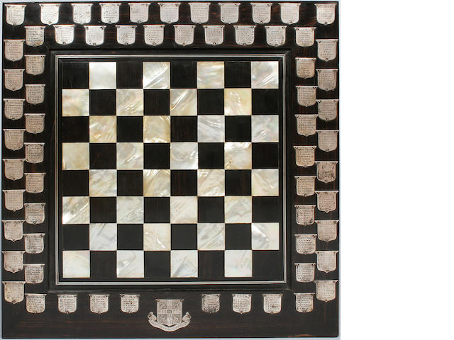 Cambridge University chess club chess board & set