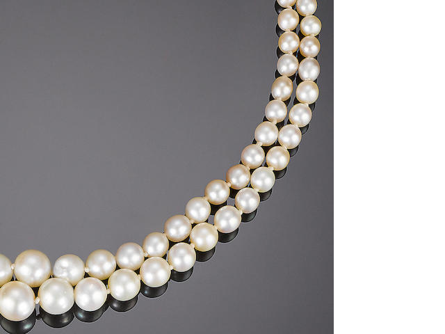 A double-strand pearl necklace,