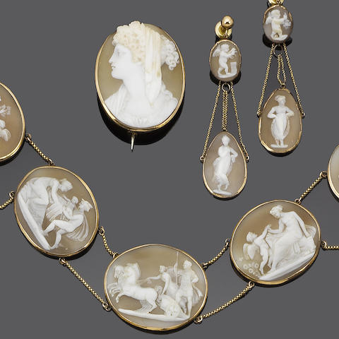 A 19th century shell cameo and gold parure
