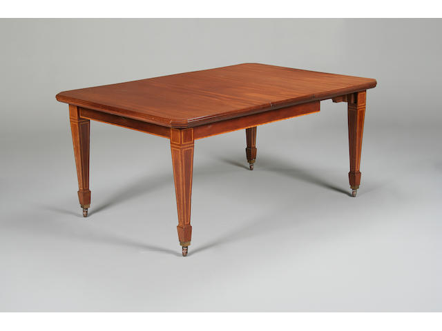 An Edwardian mahogany extending dining table,
