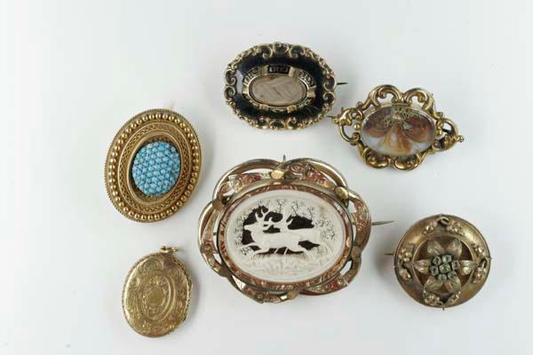A collection of late 19th Century brooches/pendants,