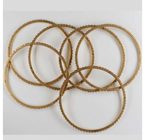 A set of six precious yellow metal bangles (6)