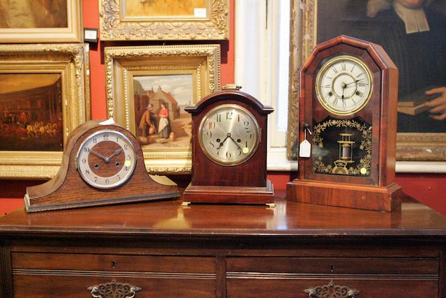 A mahogany cased mantel clock 3