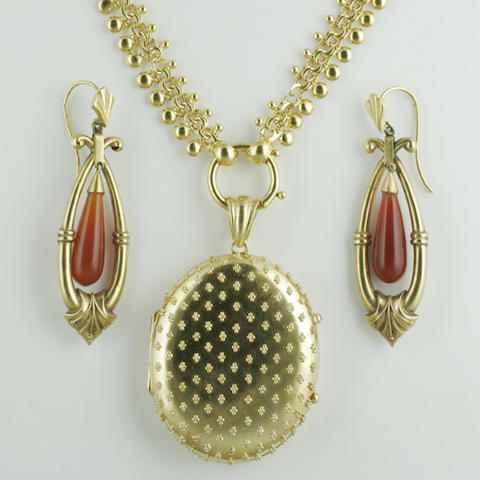 A pair of drop earpendants (3)