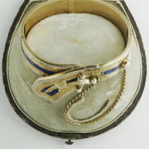 A hinged bangle,