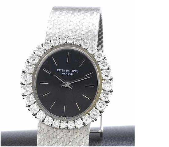 Patek Philippe. A fine lady's 18ct white gold diamond set bracelet watch with fitted box Ref:3396, Case No.2681296, Movement No.999249, 1970's