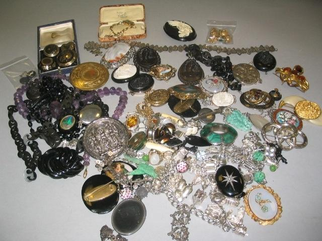 A collection of jewellery (a lot)