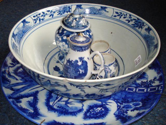 Six items of blue and white, comprising: