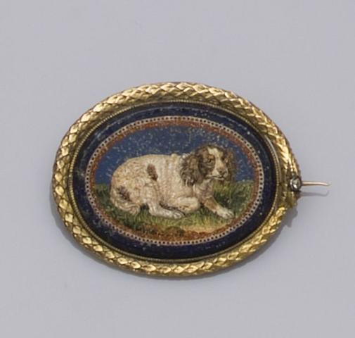 An early 19th century oval micro-mosaic brooch (2)