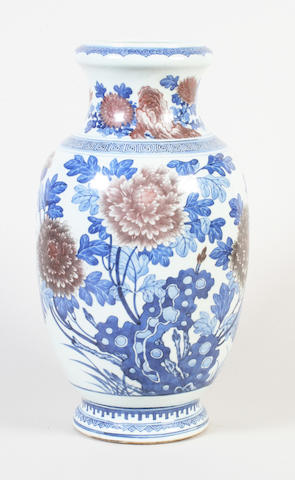 A Chinese export vase 19th Century