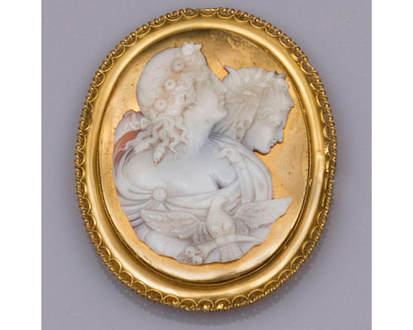 A Victorian oval shell cameo brooch (3)