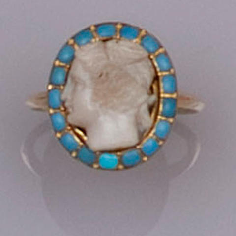 A gold and turquoise cameo ring,