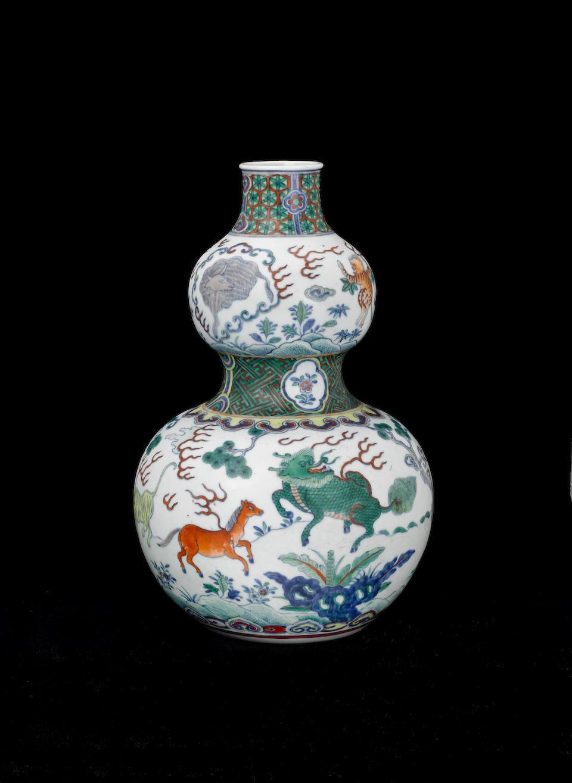A doucai double gourd vase 18th century