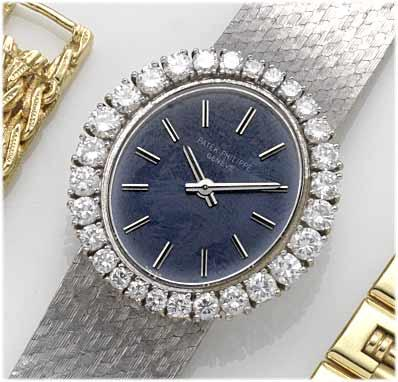 Patek Philippe. A fine lady's 18ct white gold diamond set bracelet watch with fitted boxRef:3396, Case No.2681296, Movement No.999249, 1970's