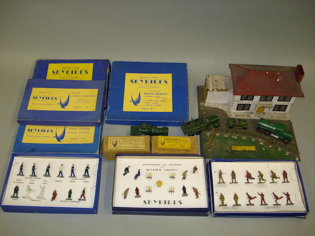 Skybird RARE tinplate Village Inn, with boxed figures and accessories 190
