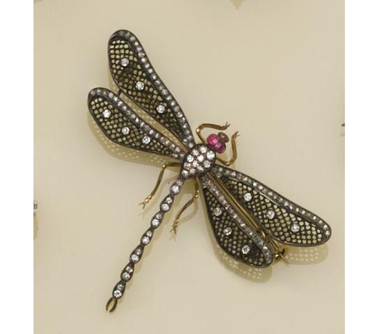 A gem set dragonfly brooch