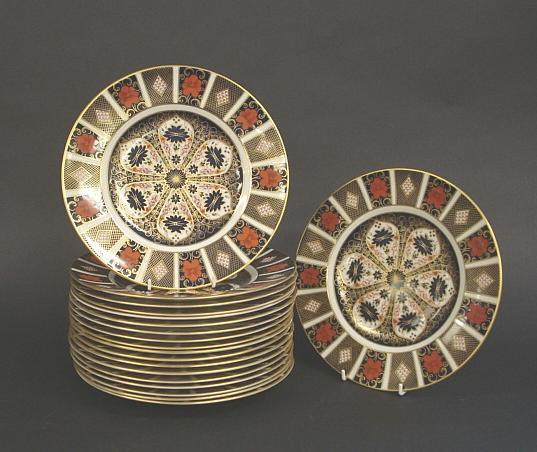 Nineteen Royal Crown Derby dinner plates, post-1975