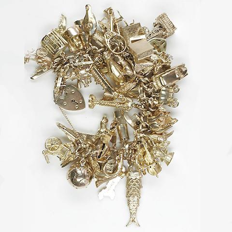 A 9ct gold flattened curb-link bracelet