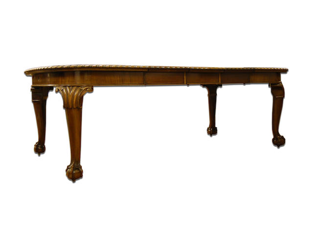 A mahogany wind-out dining table, early 20th Century