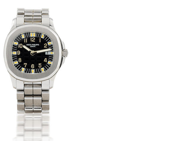 Patek Philippe. A fine stainless quartz ladies wristwatch with calendar Aquanaut. Ref: 4960A, Circa 2000's
