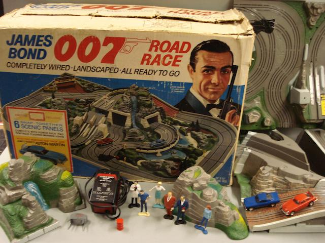 A James Bond Aston Martin Road Race Set