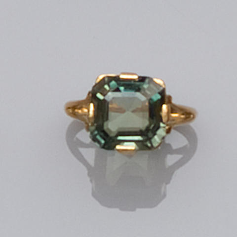 A green sapphire ring