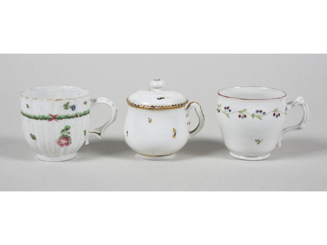 A Champion Bristol custard cup and cover and two Bristol coffee cups Early 19th Century