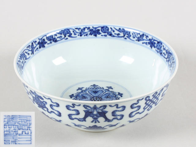 Chinese Chien Lung b & w bowl