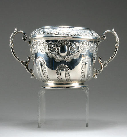A Victorian presentation porringer with cover by Brook & Son, Edinburgh 1896