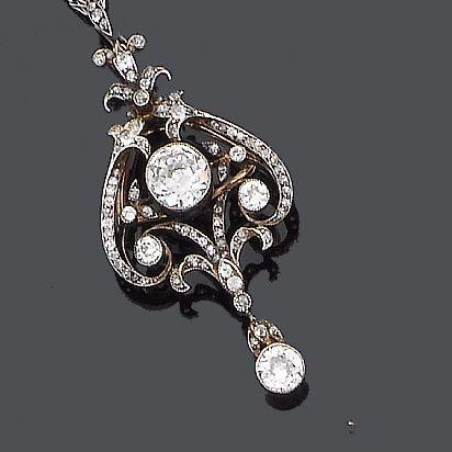 An early 20th century diamond brooch/pendant,