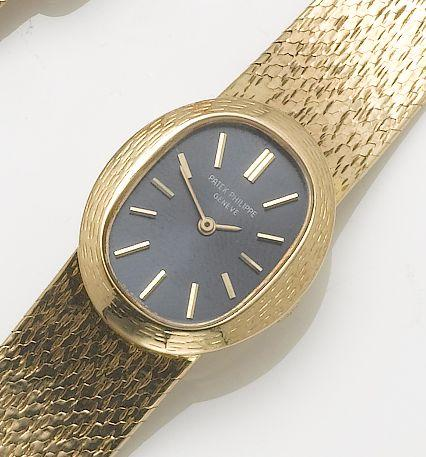 Patek Philippe. An lady's 18ct gold bracelet watchEllipse, Case No.520264, Movement No.1244291, Ref:4111/1, 1970's