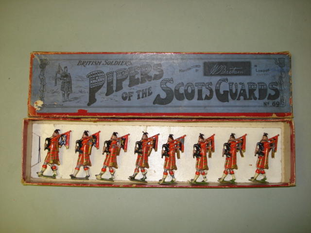 Britains set 69, Pipers of the Scots Guards 8