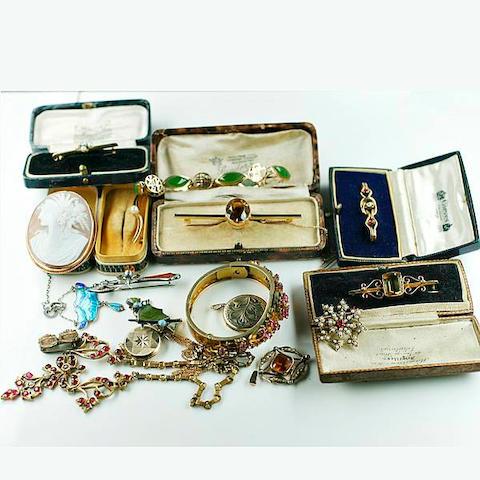 Assorted jewellery