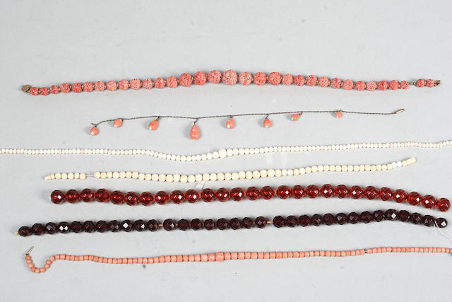 A string of Chinese carved coral beads (a lot)