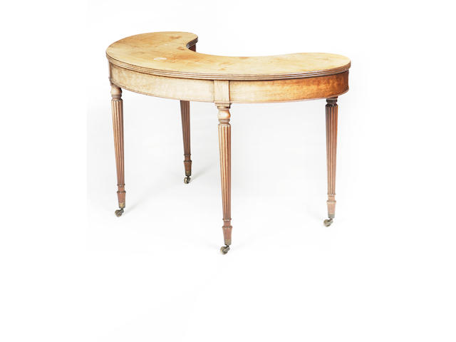 A late Regency mahogany hunt table In the manner of Gillows