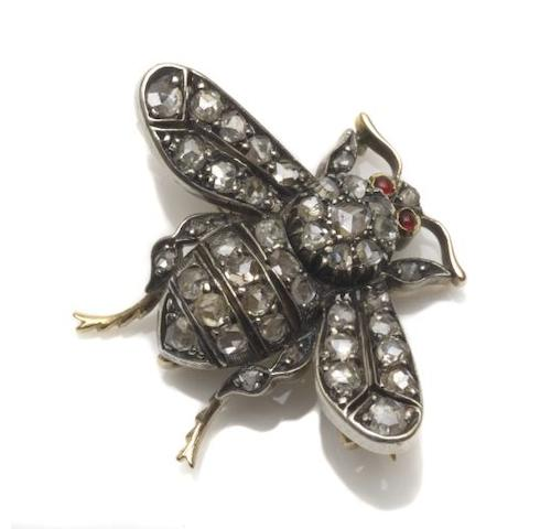 A late 19th century bee brooch/pendant