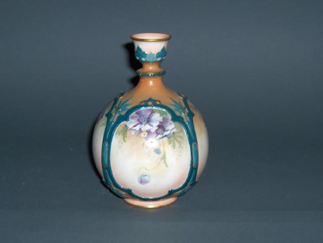 A Hadleys Worcester vase Circa 1900