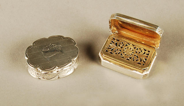 A William IV rectangular vinaigrette by Thomas & James Phipps II, London 1835  (2)